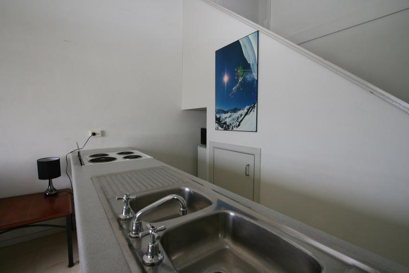 Razorback 12, Jindabyne - Kitchen