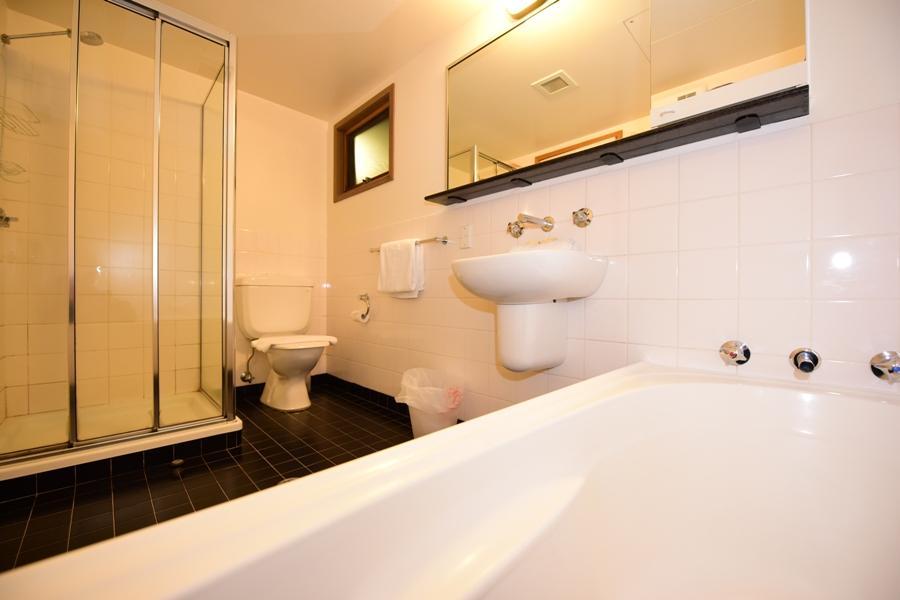 Riverside 40 - Bathroom