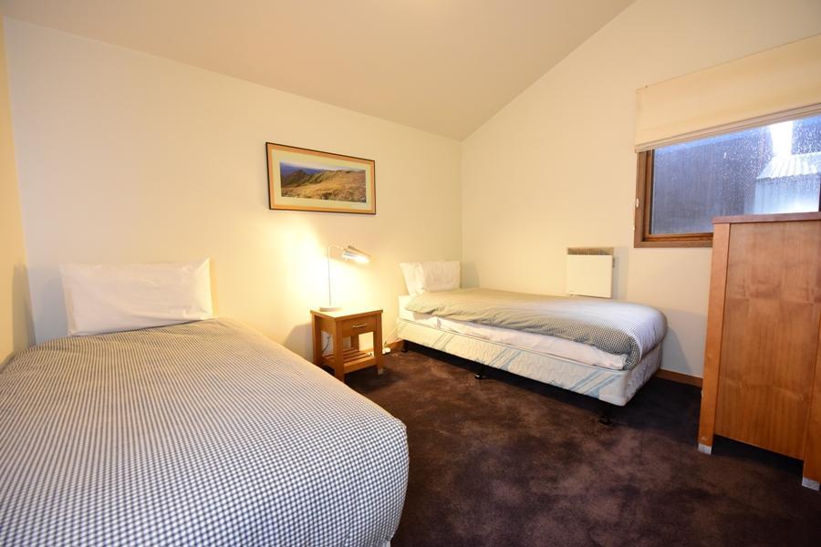 Riverside 40 - Bedroom 2