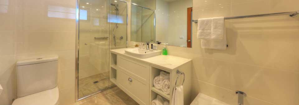 Ski In Ski Out, 3 Bed Superior - Bathroom