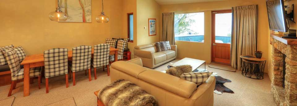 Ski In Ski Out, 3 Bed Superior - Dining & Living