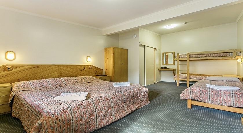 Ski Rider Hotel - Six Share Room