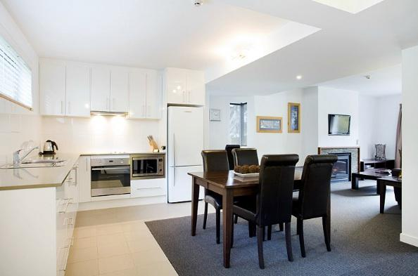 Snowgoose 1 Bedroom Apartment, Thredbo - Kitchen & Dining