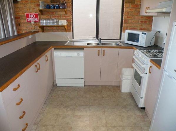 Snowridge 10, Jindabyne - Kitchen