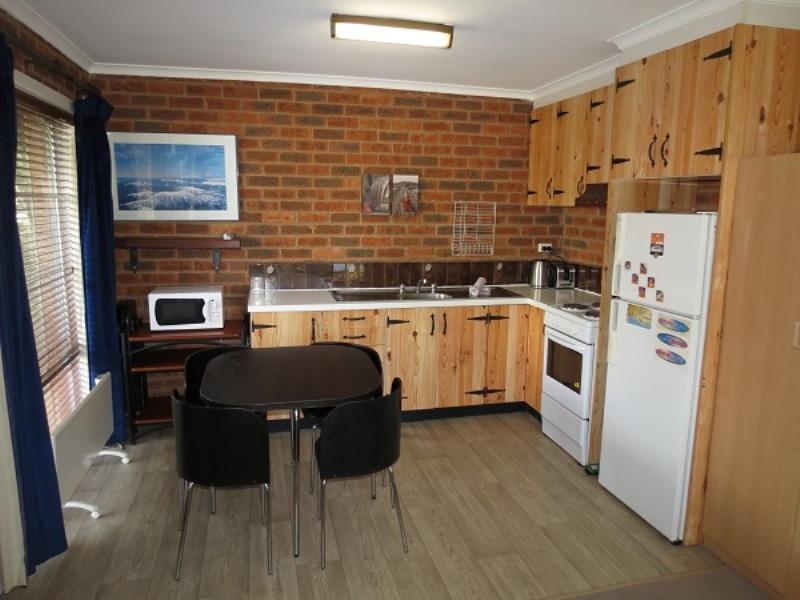 Sponars Onshore 4, Jindabyne - Kitchen & Dining