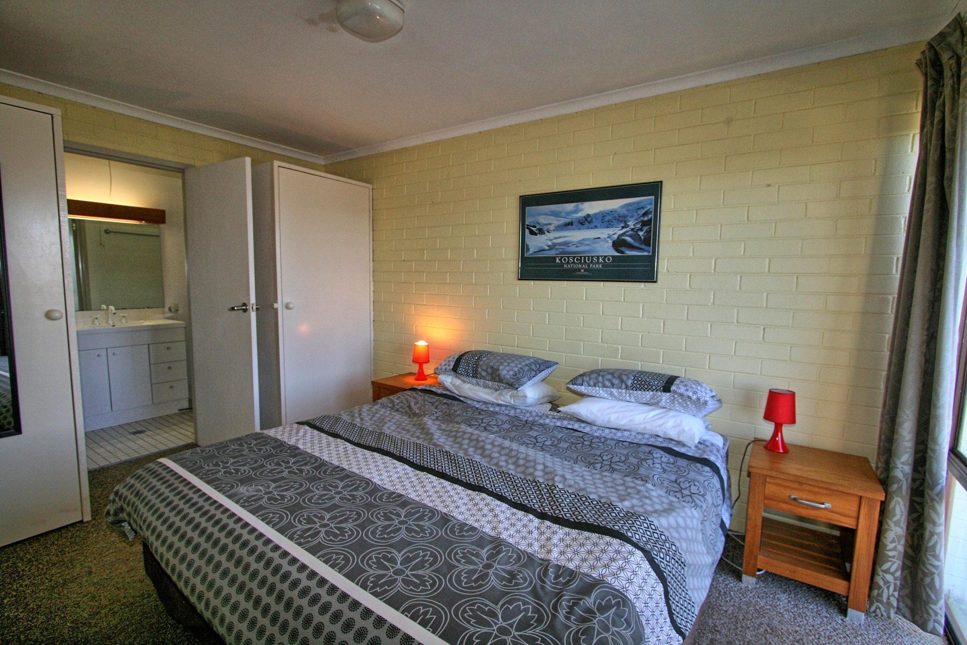 Summit 10, Jindabyne - Bedroom 1