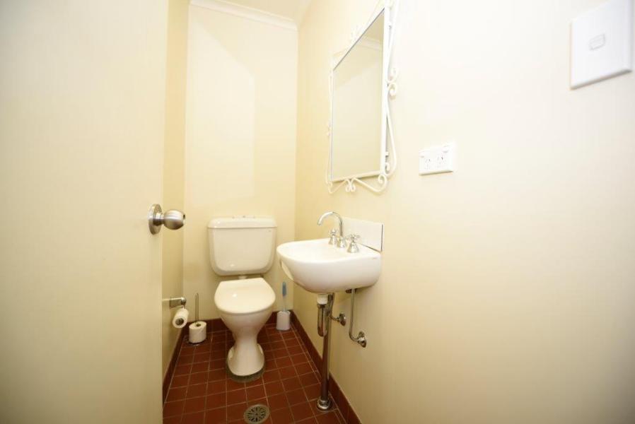 Karas 5, Thredbo - Separate toilet
