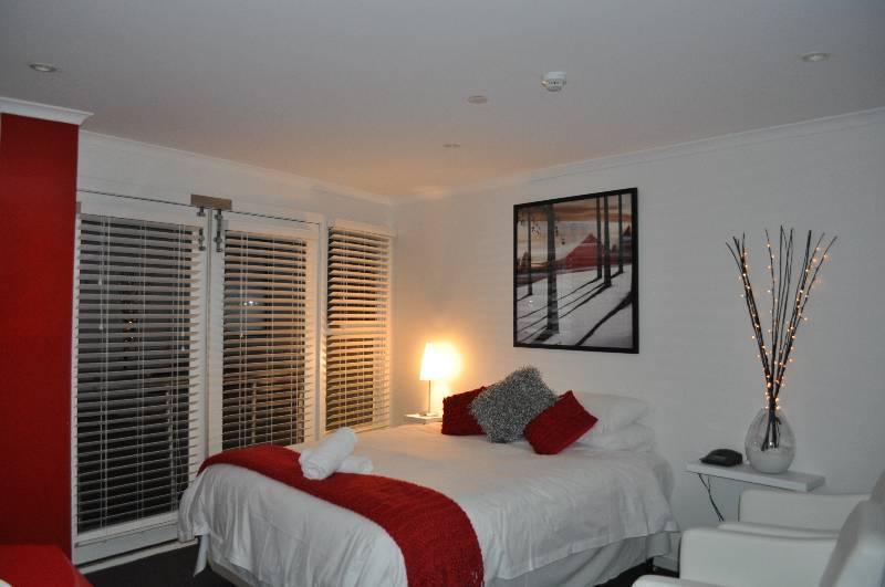White Crystal Studio Apartments