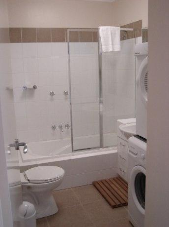 Ultima White Inn, Hotham - Bathroom