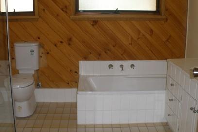Winterwood, East Jindabyne - Bathroom