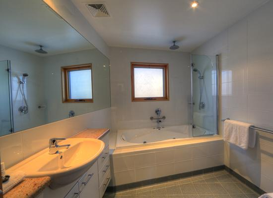 Akuna Chalet 2, Thredbo - Bathroom