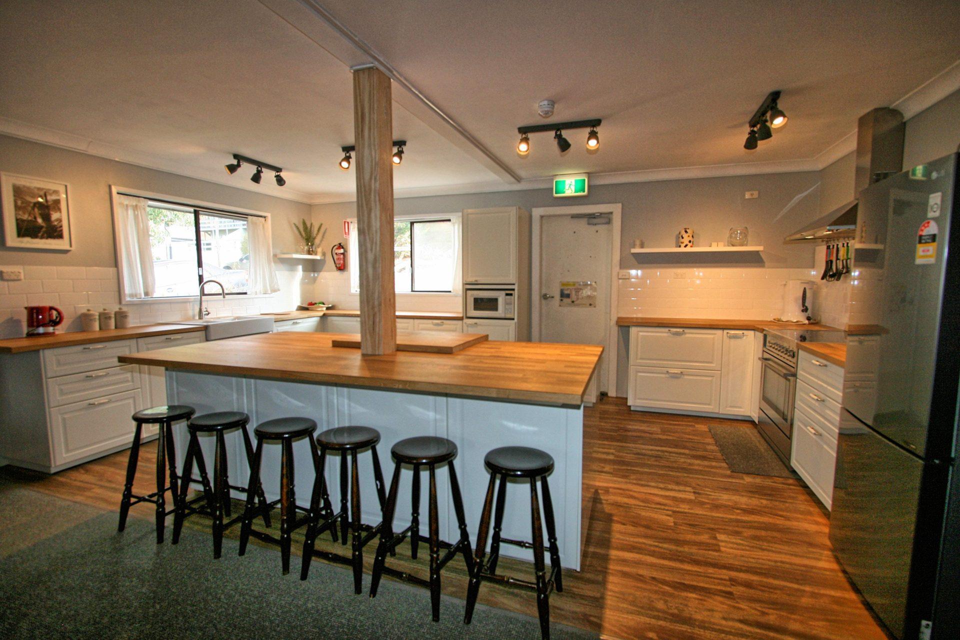 Blizzard Bunny Lodge, Jindabyne - Kitchen