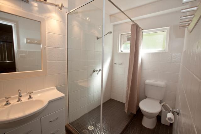 Chalet Rene Unit, Jindabyne - Bathroom