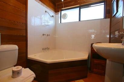 Lodge 67, Jindabyne - Bathroom