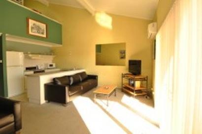 Razorback 8, Jindabyne - Lounge
