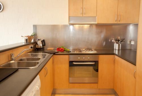 Silvertrees 2, Jindabyne - Kitchen