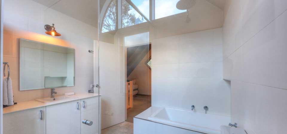 Snowy Chalet, Thredbo - Bathroom