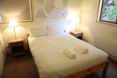 Whispering Pines 1, Jindabyne - Bedroom 1