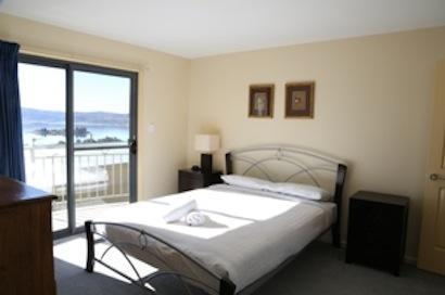 Whistler 4, Jindabyne - Bedroom